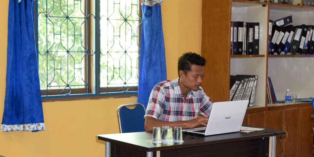 Menjalankan bisnis lewat internet